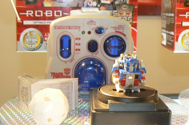 robo q optimus prime 620x411 Hobbit looking Optimus Prime Toy with Maze Navigation Power!