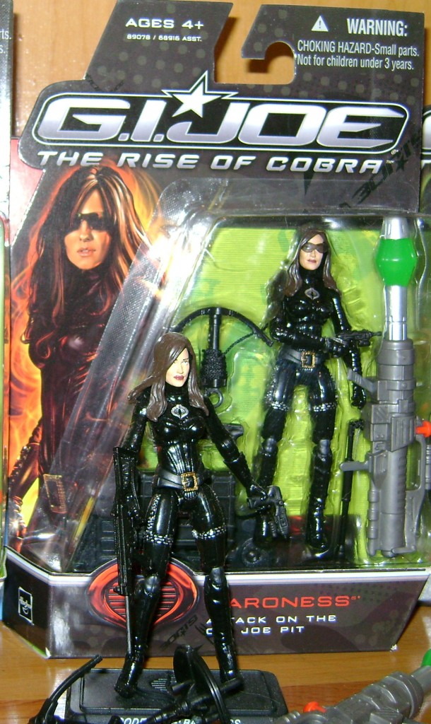 Baroness and loose3 610x1024 Toy Review: G.I. Joe: The Rise Of Cobra!