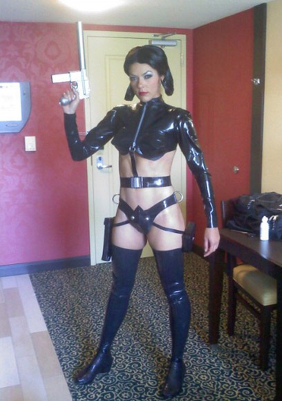 adrianne curry aeon flux cosplay comic con Risqué Cosplayer Adrianne Curry Booted From Comic Con
