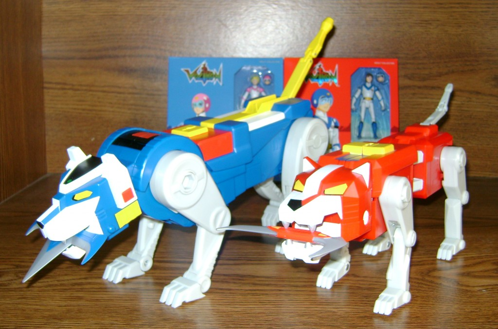 Blu Red 1 1024x678 Voltron Classics: Red And Blue Lion!