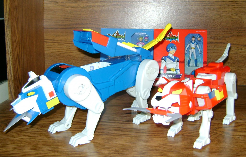 Blu Red 2 1024x656 Voltron Classics: Red And Blue Lion!