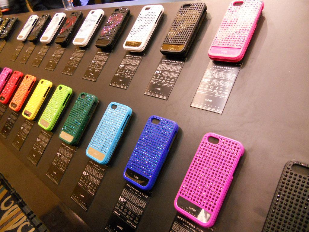 DSCN1873 CES Review: Lucien Elements iPhone Cases
