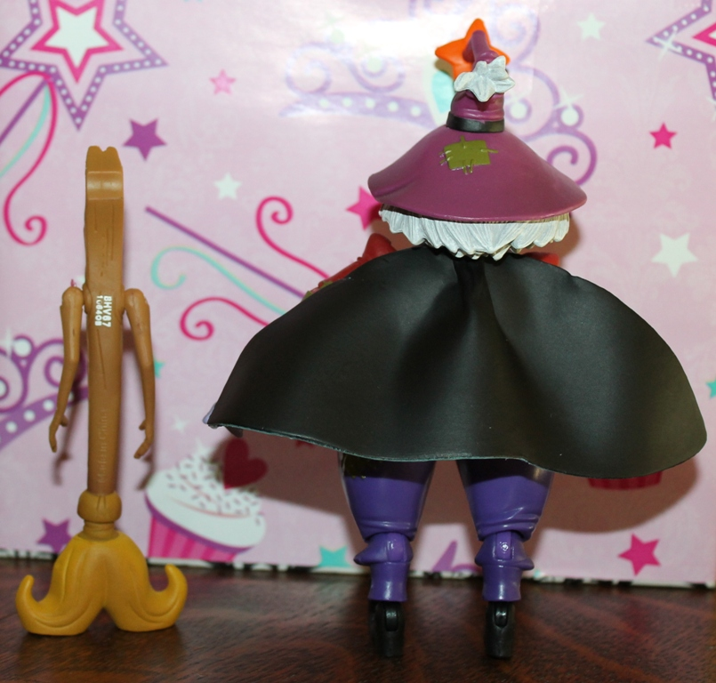 004 Masters of the Universe Club Etheria: August  Madame Razz and Broom!